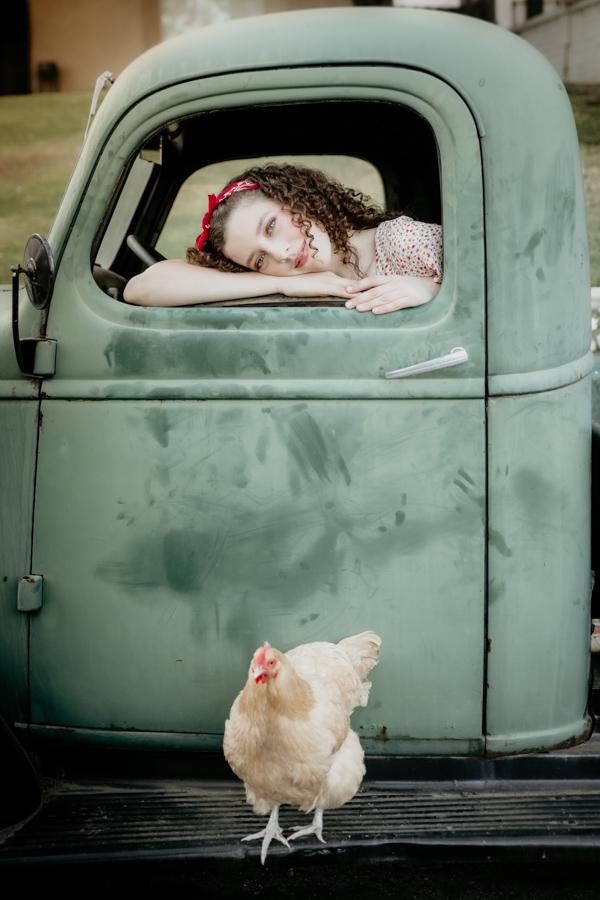 senior session, vintage truck, chicken