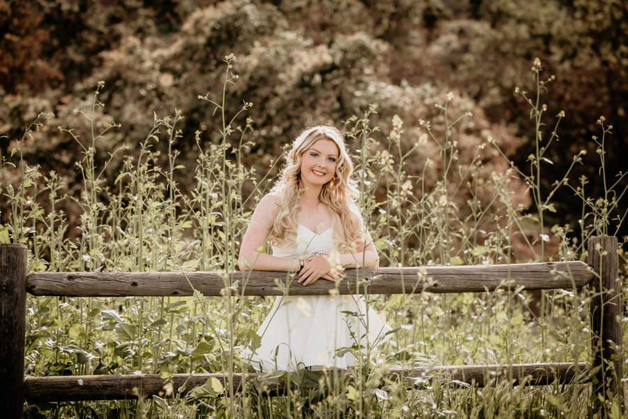 senior session, girl in field