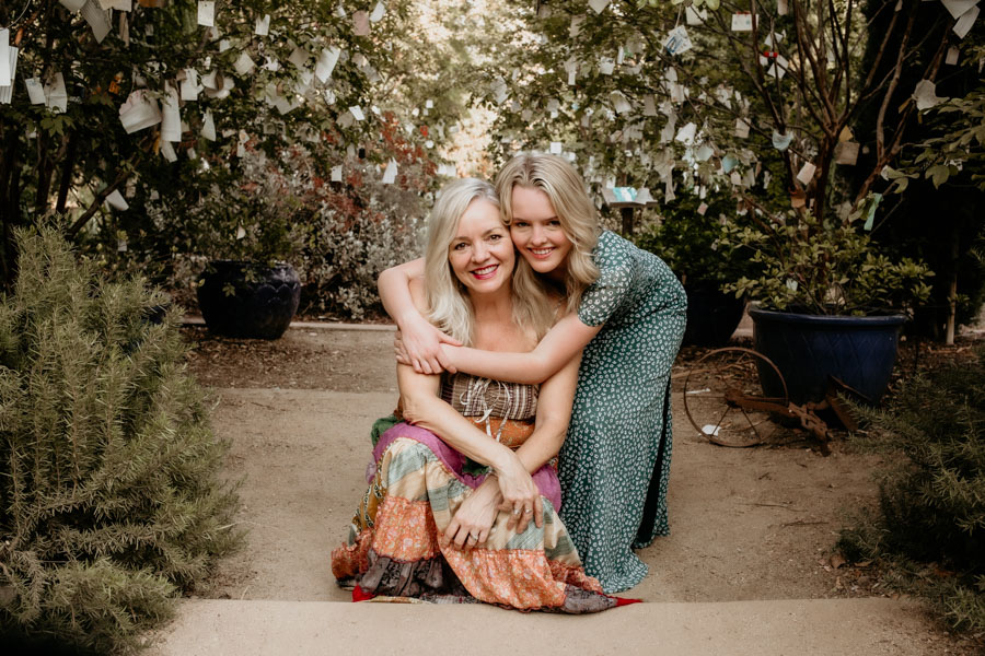 high school senior portraits, mother and daughter